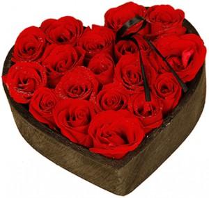 belles fleurs de saint valentin: coeur de roses rouges