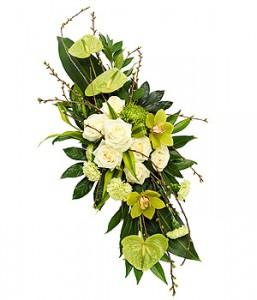 raquette de fleurs vertes et blanches