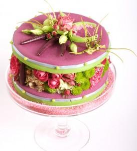 gâteau de fleurs roses et vertes