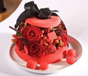gateaux de fleurs anniversaire: bombe de roses rouges