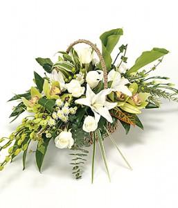 fleurs enterrement: panière de fleurs décès vert blanc