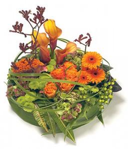 fleurs enterrement: coussin deuil de fleurs orangées