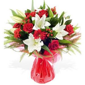 bouquet de fleurs: bouquet de lys blancs et roses rouges