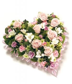 fleurs deuil livraison du coussin c ur de fleurs roses pour d c s. Black Bedroom Furniture Sets. Home Design Ideas