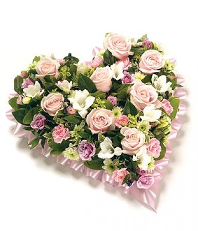 Fleurs deuil livraison du coussin c ur de fleurs roses - Bouquet de fleur en coeur ...