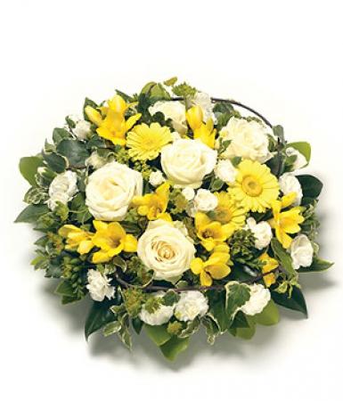 fleurs deuil livraison du coussin de fleurs d c s jaunes et blanches par floraclic. Black Bedroom Furniture Sets. Home Design Ideas